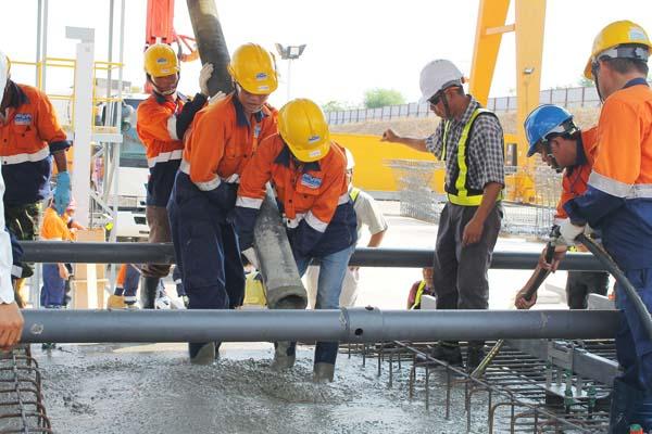 quần áo bảo hộ cho công nhân xây dựng